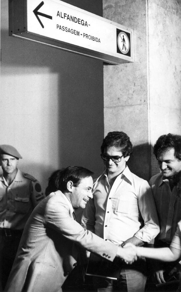 RETORNO - Em 1979, no Aeroporto de Congonhas, volta do exílio. Foto: Oswaldo Luiz Palermo/Estadão Conteúdo