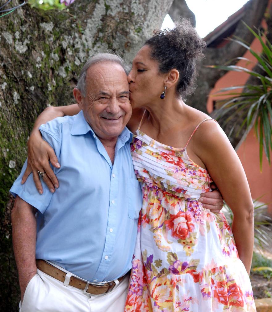 PAZ - Com a militar Katia, sua companheira há seis anos. Foto: Gute Garbelotto/CMSP