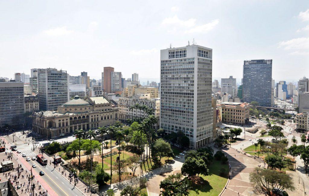 PRESENTE - Atualmente um calçadão com jardins e esculturas, vale é palco de atividades políticas e culturais Jose Cordeiro/SPTuris