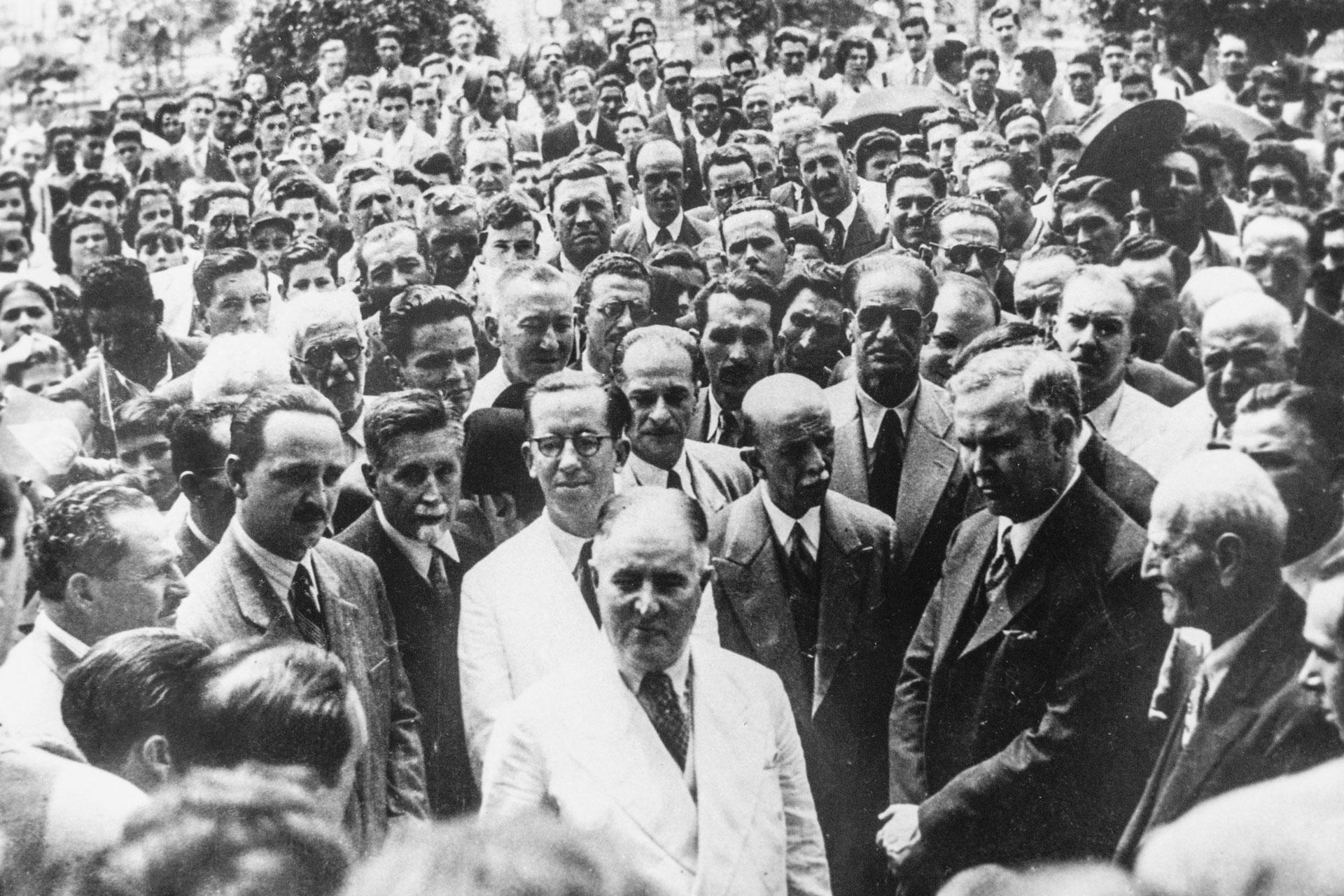 """Segundo o neto Luiz Antônio, o avô gostava de estar no meio do povo: """"No bonde, todo mundo falava com ele e a casa na Vila Mariana era cheia de gente"""""""