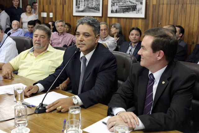 POSSE VEREADORES-06-01-2015-ANDRE BUENO-6090-72ABRE