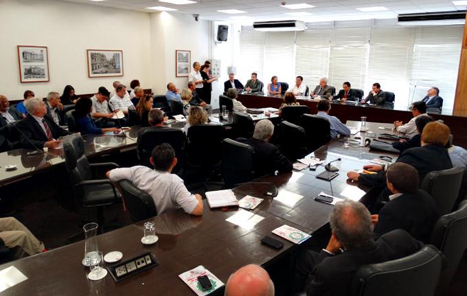 COMITE DE CONTROLE DA DENGUE-FRANCA-26-03-2015-07647-300ABRE