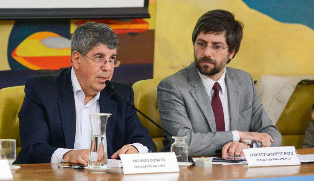 REUNIDOS - Donato (à esq.) e Christy Pato durante o evento que debateu o futuro de São Paulo em cinco encontros Foto: Equipe de Eventos/CMSP