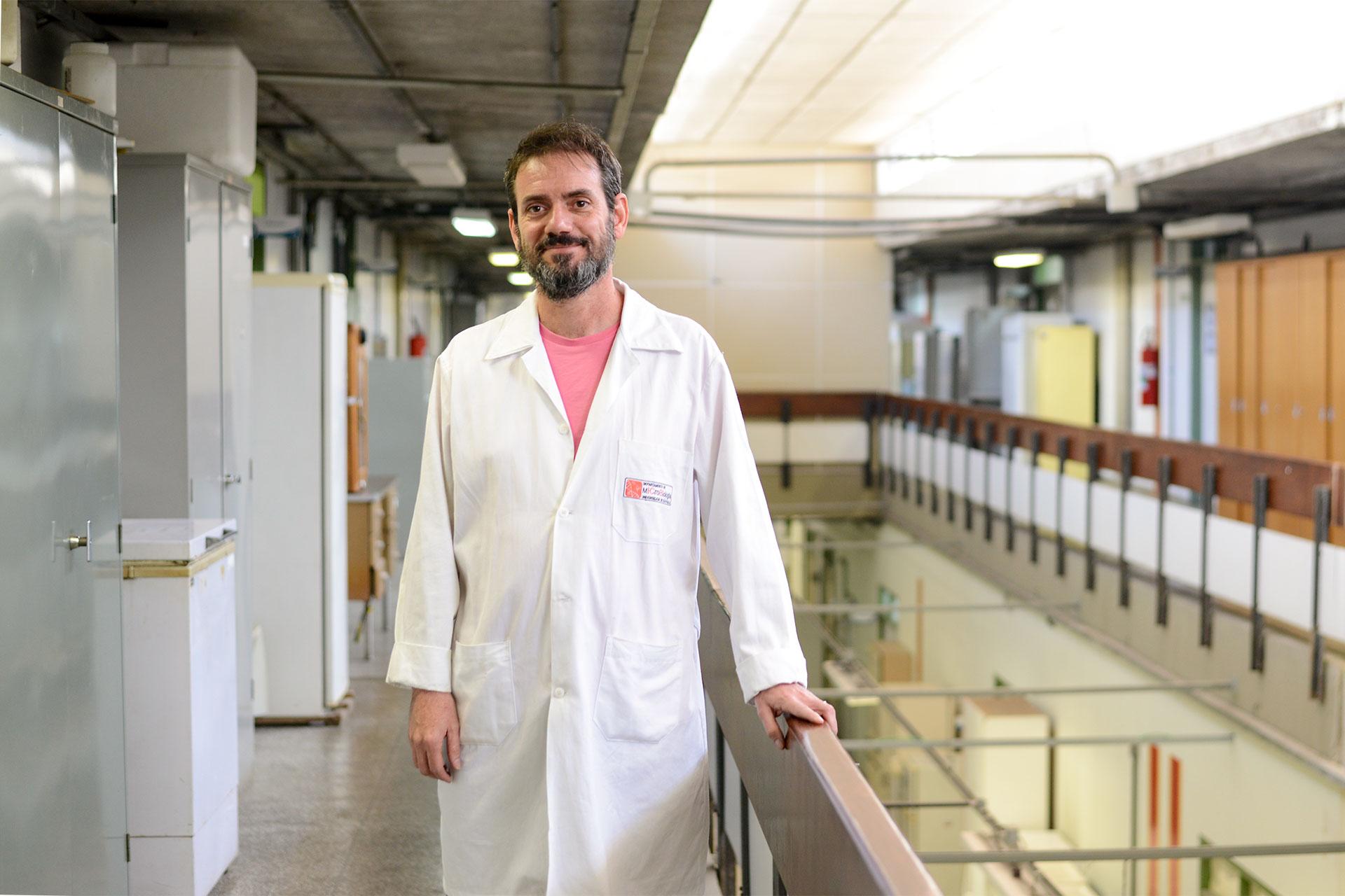 """Para o geneticista Beny Spira, """"gastar com homeopatia é jogar dinheiro no ralo"""""""