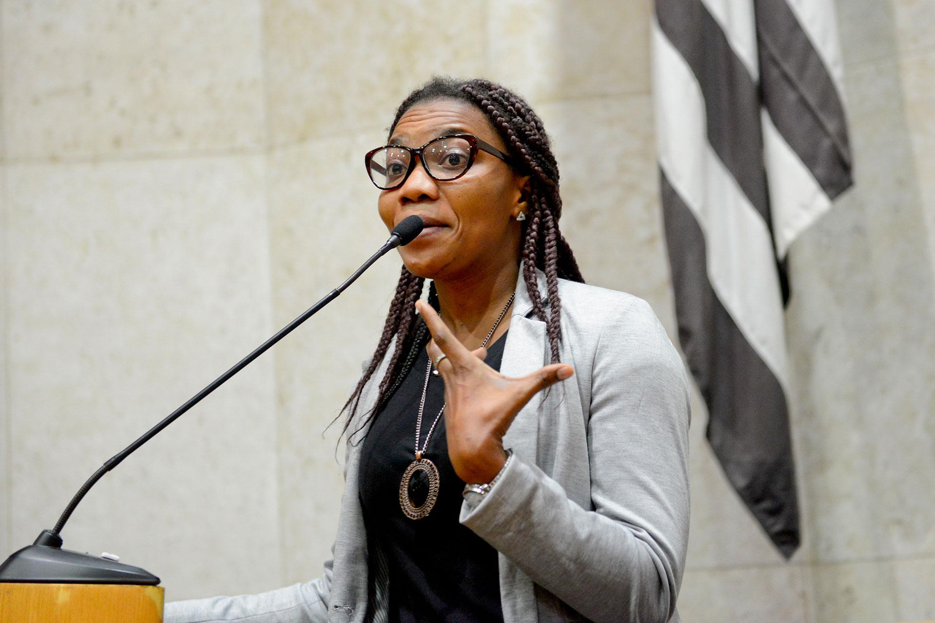 A haitiana Roselaure Jeanty denunciou que estrangeiros são escravizados no Brasil.