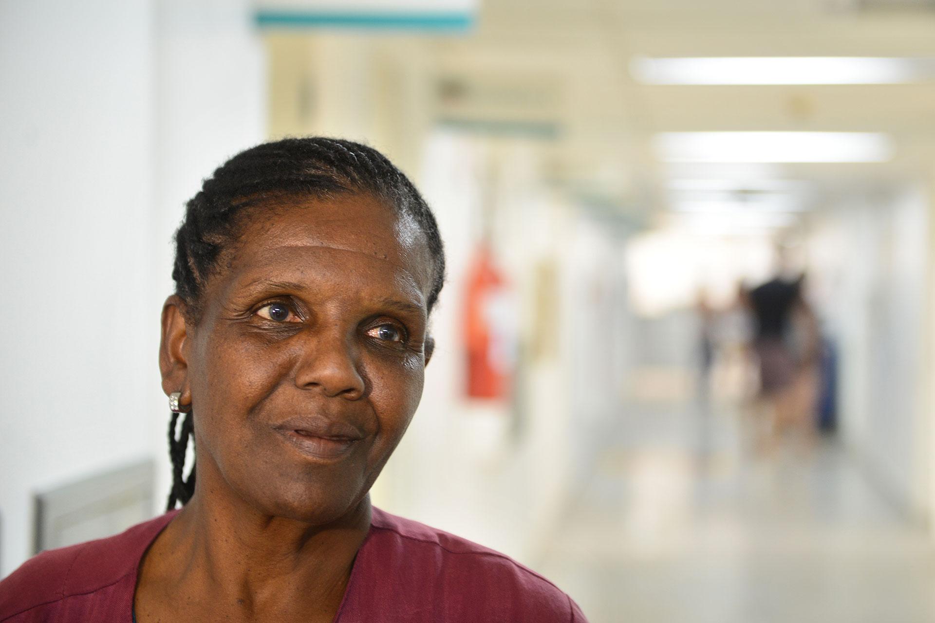 """A paciente Zilda Maria dos Reis: """"tratam a gente bem e passam remédio bom"""""""
