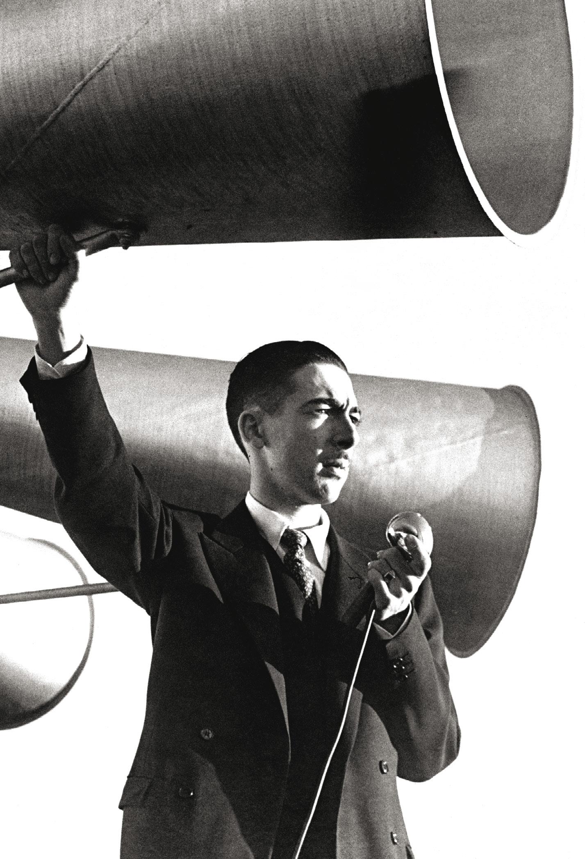 No rádio, cobriu os principais fatos jornalísticos do século 20