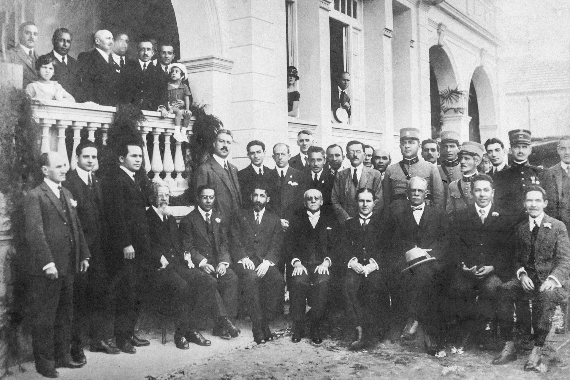 Insatisfeitos com o Partido Republicano Paulista, Marrey Junior e outros dissidentes se uniram ao ex-prefeito Antonio Prado para fundar, em 1926, o Partido Democrático