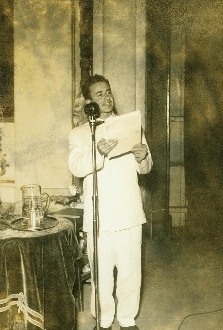 Em 1951, discursa no Theatro Municipal de São Paulo na formatura de técnico contábil