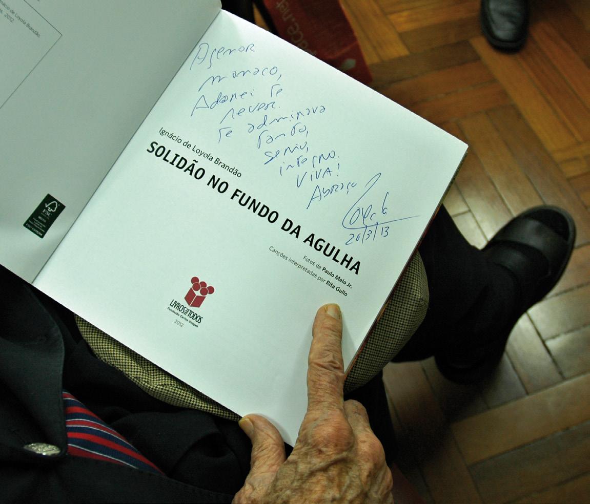 Orgulho: A dedicatória feita por Loyola Brandão, um dos troféus de Agenor