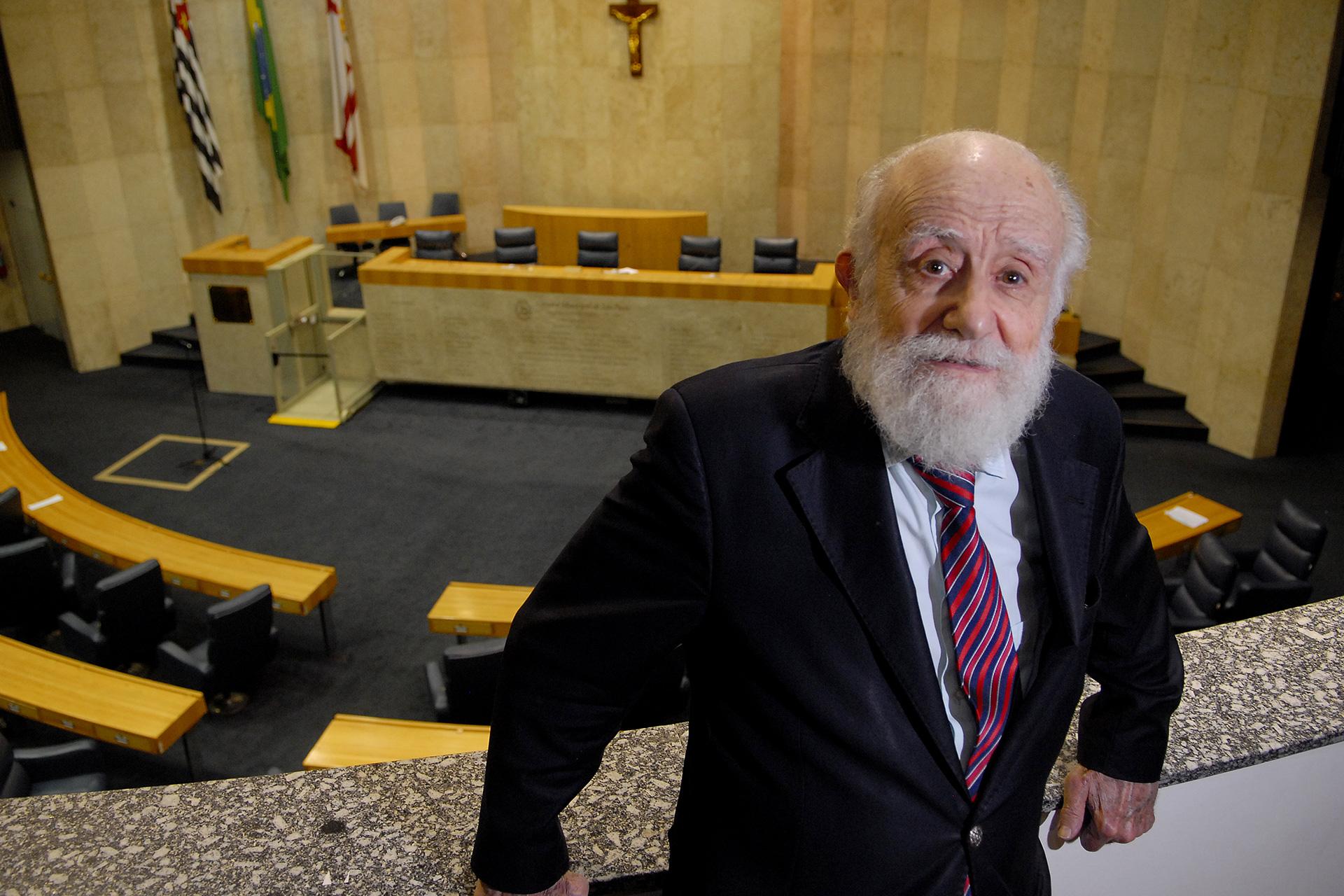 Ao fundo, o Plenário do Palácio Anchieta, que o ex-vereador ajudou a tornar realidade