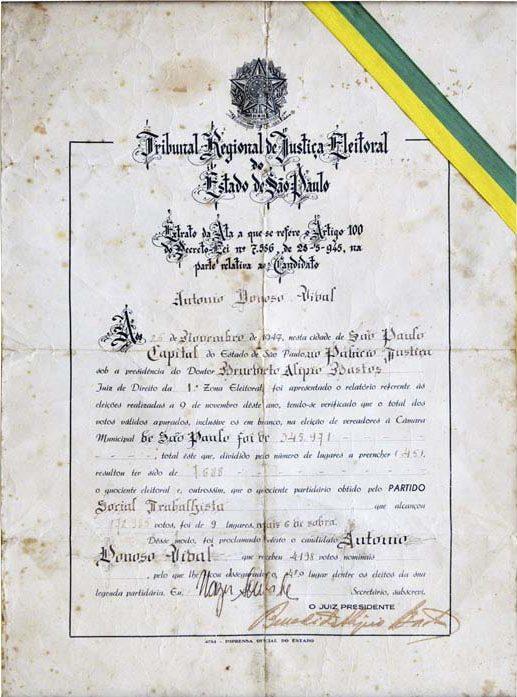 O diploma que Donoso recebeu antes da cassação