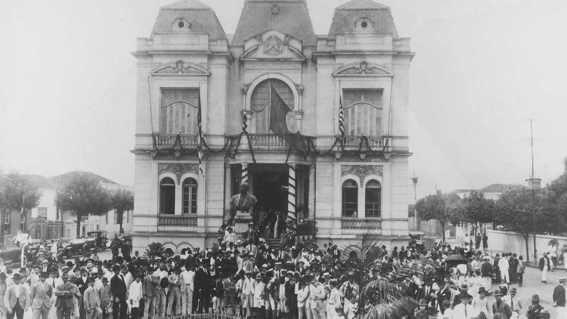 Washington Luís visita o Palacete Prates, na época sede da Câmara Municipal