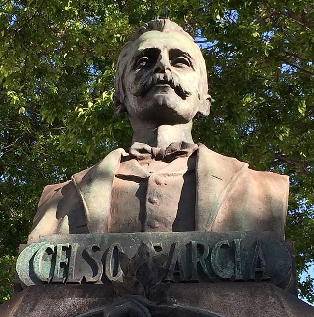 O busto de Celso Garcia