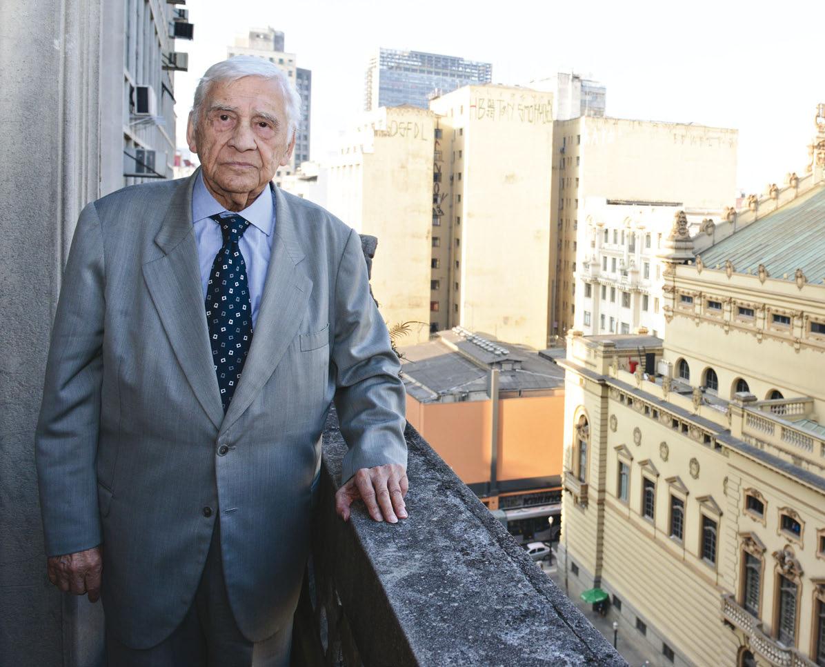 Brasil Vita em 2015 durante entrevista da Apartes em seu escritório, ao lado do Theatro Municipal de São Paulo
