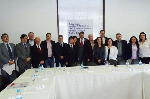 2015-10-26-PL-RESIDUOS SOLIDOS-FRANCA-01049-300ABRE