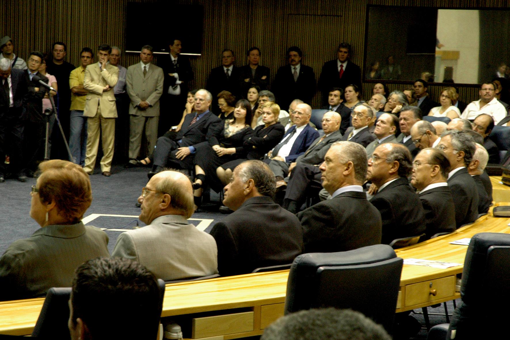 Câmara Municipal presta homenagem a delegados de polícia