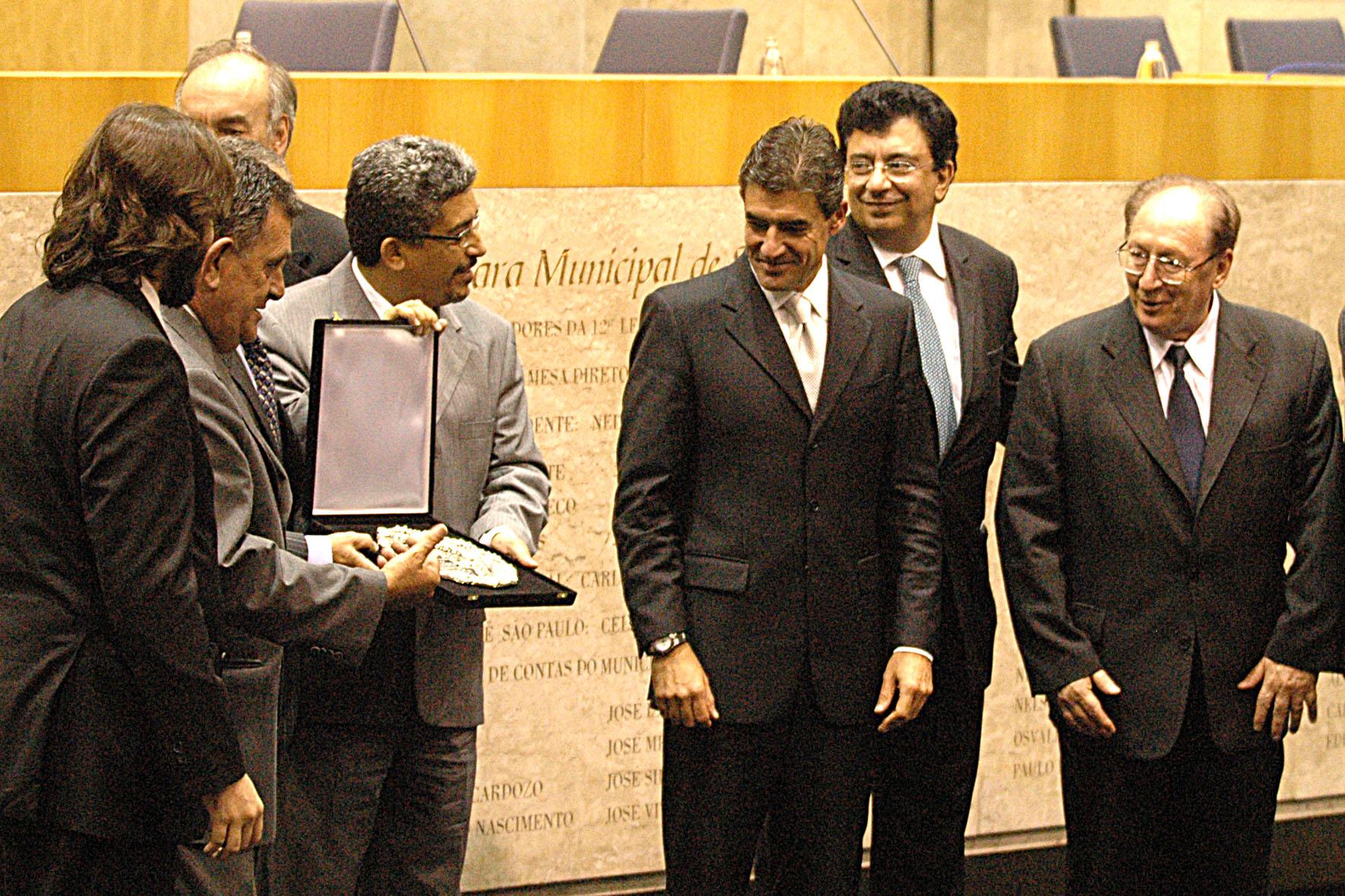 Sindusfarma recebe Salva de Prata pelos  75 anos de sua fundação