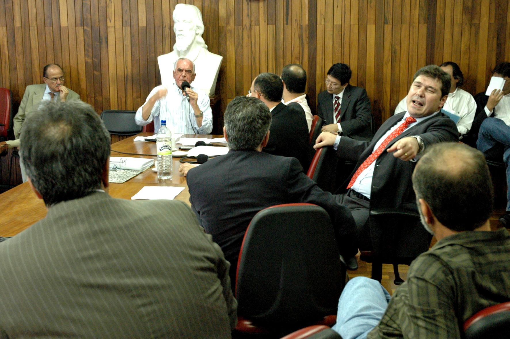Polêmicas e debates dominaram a reunião
