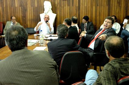 Reunião apresentou discussões acaloradas