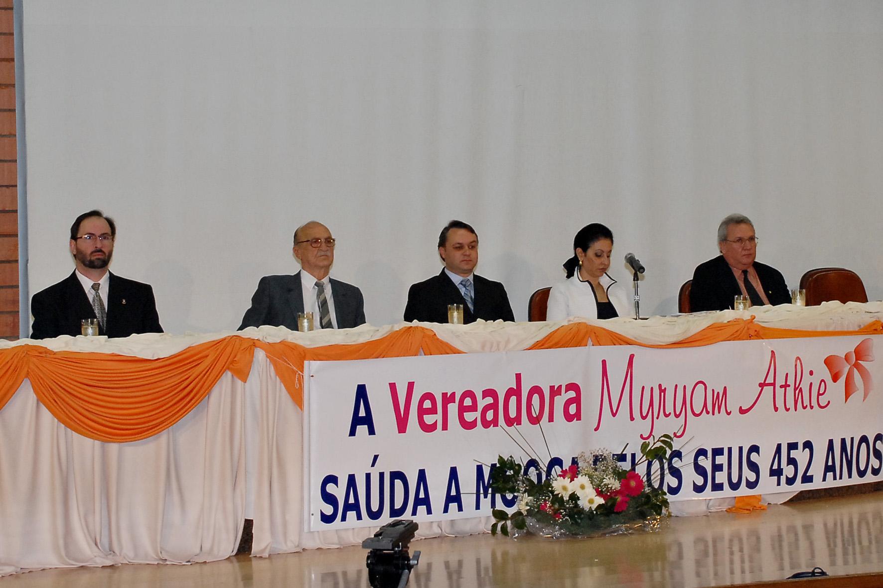 Composição da Mesa: Sr. Durval Luiz da Silva - professor da Universidade São Judas Tadeu, Vereadora Myryam Athie, Sr Eduardo Odloak - subprefeito da m